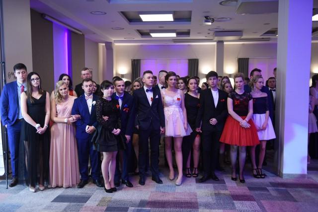 """W piątek 22 lutego na swojej studniówce bawili się tegoroczni maturzyści z Zespołu Szkół Ekonomicznych w Toruniu. Uczniowie """"Ekonomika"""" bawili się w Hotelu Filmar. Zobaczcie zdjęcia!"""