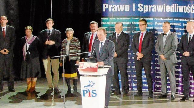 Poseł Włodzimierz Bernacki prezentuje kandydatów PiS do Rady Powiatu