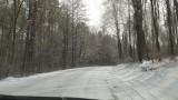 Śnieg utrudniał jazdę w powiecie olkuskim. Droga z Wolbromia do Olkusza korkowała się
