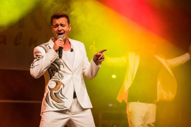"""Występ zespołu """"Weekend"""" był gwoździem programu w czasie dożynek w Sicienku. Wcześniej wystąpił, m.in. iluzjonista Maciej Pol"""