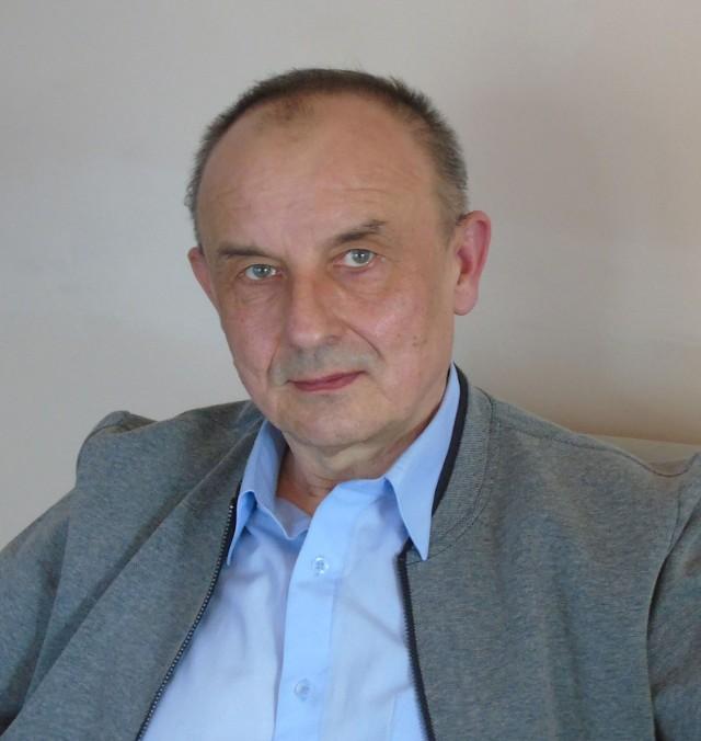 Władysław Wróblewski na co dzień kieruje biblioteką w Witnicy. W wolnych chwilach pisze też bajki dla najmłodszych.