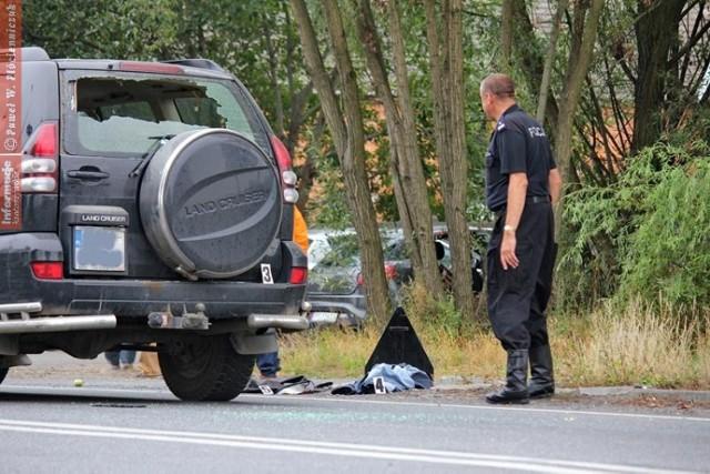 Strzelanina i pościg w Wałkowie: Policjanci postrzelili uzbrojonego mężczyznę
