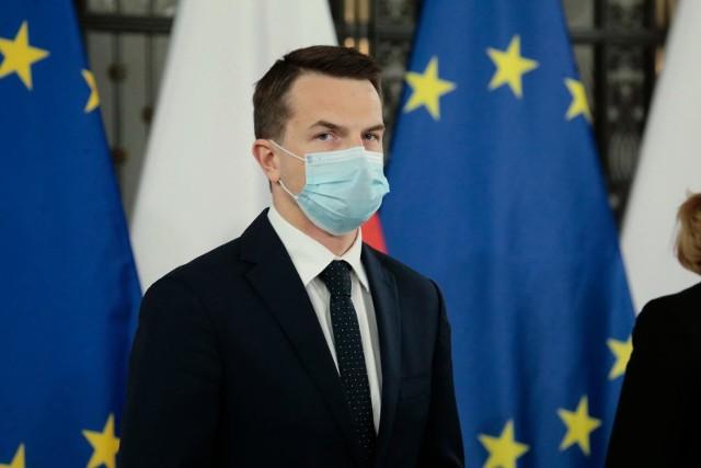 """Adam Szłapka: Krystyna Pawłowicz powinna """"skasować"""" swoją aktywność. Poseł też apeluje do prezydenta Dudy o interwencje."""