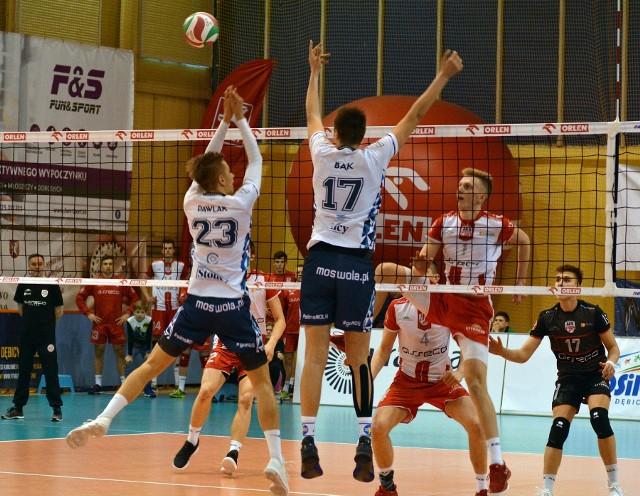 W ostatnim meczu fazy grupowej AKS V LO uległ drużynie MOS Wola Warszawa 1:3