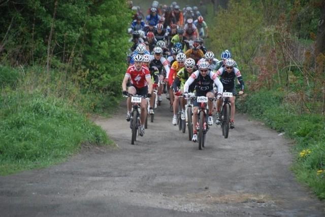 Kolarze MTB podczas niedawnego wyścigu w Olsztynie