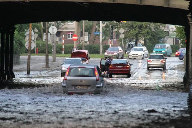 Lepsze wykorzystanie wód opadowych ma również zapobiegać zalewaniu ulic