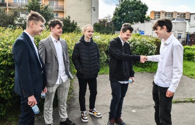 Egzamin ósmoklasisty z matematyki odbywał się w środę 26 maja 2021. Pisali go m.in. uczniowie SP 32 w Bydgoszczy (na zdjęciu)