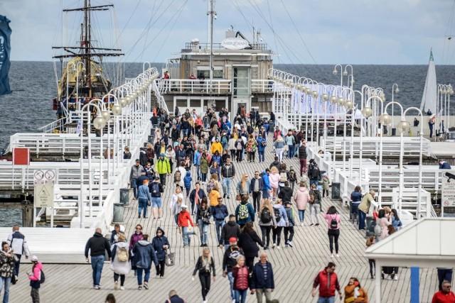 Ostatni majowy weekend w Sopocie - tłumy spacerowiczów w kurorcie, 29-30.05.2021