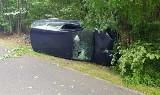 Wypadek koło Skwierzyny na drodze nr 199. Auto uderzyło w drzewo, dwie osoby zostały poszkodowane
