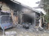 Pożar domu we wsi Popowo Parcele: paliły się poddasze, dach i garaż [ZDJĘCIA]
