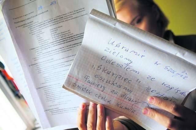 """Jednym z oszukanych przez parabank Skarbiec był w Toruniu pan Antoni Misztal. Odebrał sobie życie. Nie dostał ani kredytu, ani zwrotu wpłaconej opłaty przygotowawczej. Zostawił list pożegnalny, w którym jasno napisał, że został oszukany i """"odchodzi ze względu na Skarbiec"""". List do naszej redakcji przyniosła jego córka, pani Kamila."""