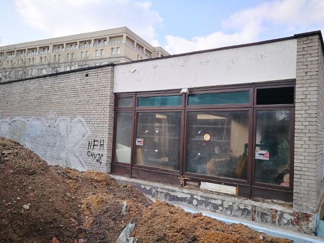 Tak wyglądał budynek na początku marca 2021 r.Zobacz kolejne zdjęcia. Przesuwaj zdjęcia w prawo - naciśnij strzałkę lub przycisk NASTĘPNE