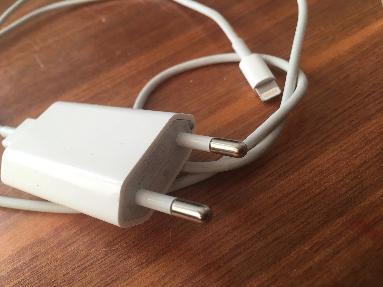 Ta ładowarka do telefonu jest śmiertelnie niebezpieczna. USB
