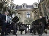 Azalie zakwitły - czas na muzyczne święto w Mosznej. Pierwszy koncert już w sobotę, 15 maja