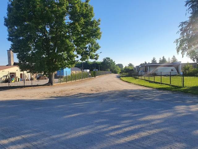 Mieszkańcy osiedla Sienkiewicza w Kamieniu chcieliby remontu ulicy Podgórnej i dokończenia remontu ul. Topolowej