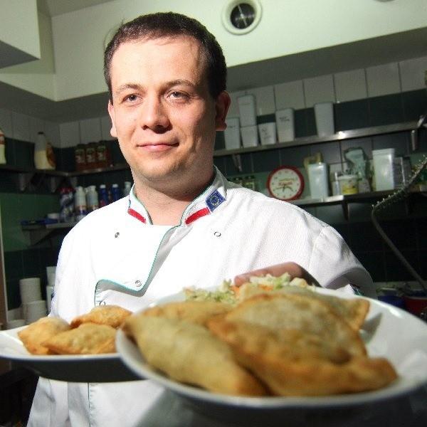 """Tomasz Kamiński, szef kuchni i manager """"Pierogarni pod Aniołami"""", za żadne skarby nie zdradzi receptur na swoje pierogi"""