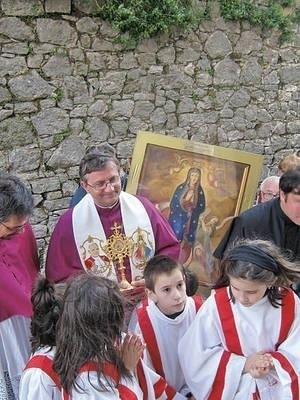 Obraz Matki Bożej z Niegowici i relikwie bł. Jana Pawła II przyjmowano w Iserni bardzo uroczyście Fot. Archiwum prywatne