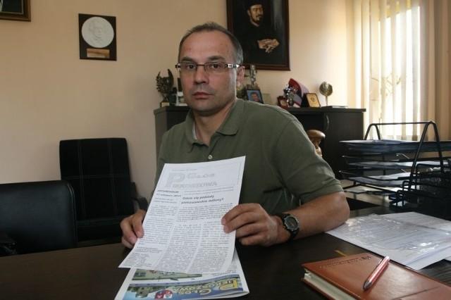 Bogusław Krukowski, pełniący obowiązki wójta gminy Piekoszów, złożył pozew w trybie wyborczym w związku z gazetką kolportowaną przez inicjatorów referendum.