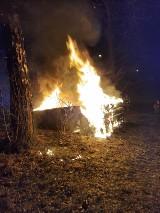 Nocny pożar drewnianego budynku w Skarżysku-Kamiennej