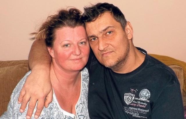 Rafał Głowacki i jego żona Aneta. Mieszkają w Złocieńcu, mają dwójkę dzieci. Terapia lekiem, który może pomóc Rafałowi w walce z chorobą, kosztuje 280 tysięcy złotych.