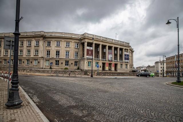 Uniwersytet w Białymstoku nie planuje generalnego remontu budynku przy Placu NZS. Od kilku lat szuka chętnych do jego kupna. Za środki wygenerowane z ewentualnej sprzedaży chciałby przenieść mieszczące się w budynku wydziały na kampus. Takie przenosiny były planowane już 7 lat temu, tuż po powstaniu kampusu.