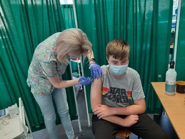 Pierwsze szczepienia nastolatków w wieku 12-15 lat w Białymstoku (7.06.2021 r.).