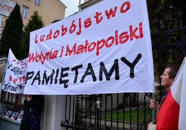 - To plucie Polakom w twarz – tak decyzję o nominowaniu Wasyla Pawluka na stanowisko konsula Ukrainy w Lublinie skomentował Konrad Rękas, polityk, były przewodniczący Sejmiku Województwa Lubelskiego.