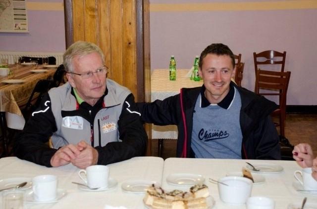 Regularnie w szkole gości Hannu Lepistoe. Fiński szkoleniowiec (tu wraz z Adamem Małyszem) wysoko ceni szczyrkowską szkołę, marzy o takiej w swoim kraju.