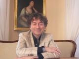 Piotr Rubik w muzycznym spacerze po Zamku Królewskim w Sandomierzu. Znany dyrygent uczy najmłodszych dyrygowania. Zobacz film