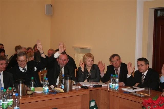 Z roku na rok coraz więcej radnych glosuje za przyjęciem budżetu.