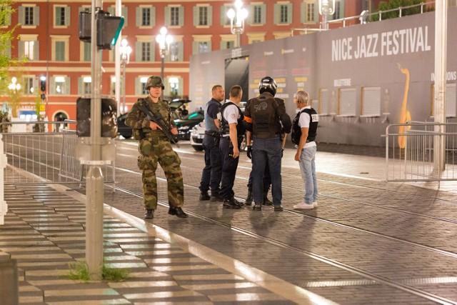 Zamach w Nicei. Broń palna i granaty w ciężarówce, która wjechała w tłum w Nicei.
