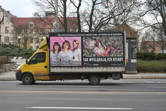 Kontrowersyjny pojazd można było spotkać m.in. na Alejach Niepodległości