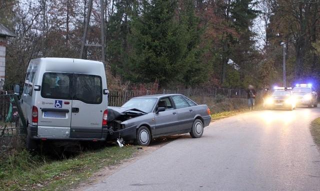 Prawdopodobnie to kierowca renaulta wymusił pierwszeństwo, ale przy okazji wpadł pijany kierowca audi