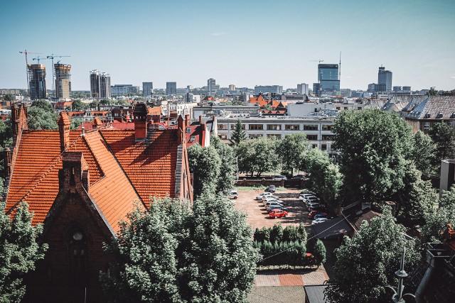 Spójrzcie na panoramę Katowic. Z tego miejsca jeszcze jej nie wiedzieliście. Nasza fotoreporterka, Marzena Bugała, zrobiła piękne zdjęcia z wieży kościoła Piotra i Pawła w Katowicach. Zobacz kolejne zdjęcia. Przesuwaj zdjęcia w prawo - naciśnij strzałkę lub przycisk NASTĘPNE