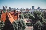 Panorama Katowic. Zobaczcie, co widać z wieży kościoła Piotra i Pawła. Osiedle Tysiąclecia, Śródmieście, katedra i pnące się wieżowce