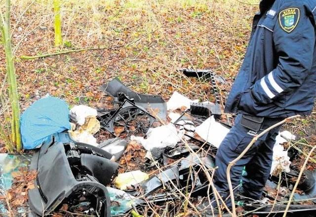 Strażnicy gminni z Dygowa są skuteczni w ustalaniu właścicieli podrzucanych śmieci. Ten, z Zieleniewa, zapłacił mandat 500 zł