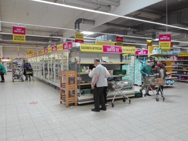 Zdjęcia ze sklepu Tesco w Bytomiu z 19 maja 2021. To koniec sklepu