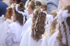 Fryzury Na Komunię Dla Dziewczynki Jak Uczesać Włosy Na