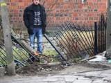 Wypadek w Jarocinie: Bus wjechał w ogrodzenie [ZDJĘCIA]