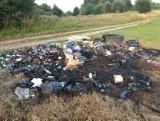 Mieszkańcy Harty w gminie Dynów zebrali śmieci z dzikiego wysypiska, a ktoś je spalił [ZDJĘCIA]