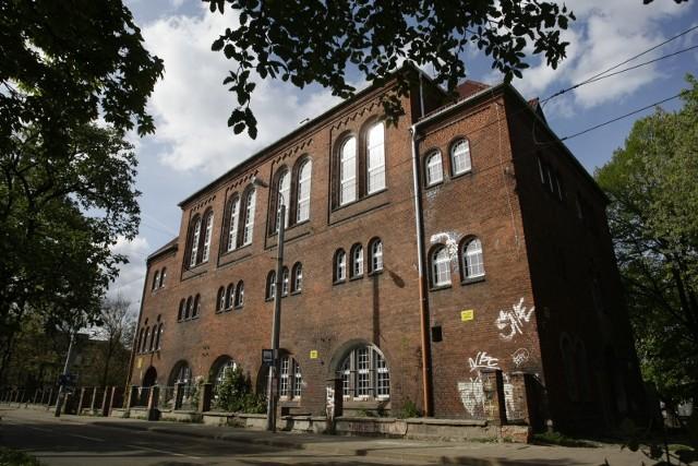 Budynek łaźni miejskiej czeka na remont w ramach rewitalizacji dzielnicy - rok 2009