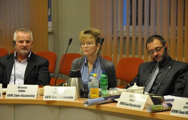 Sesja rady miejskiej w Kluczborku, na zdjęciu od lewej: Jan Myślecki, Urszula Ziora, Tadeusz Doliński.