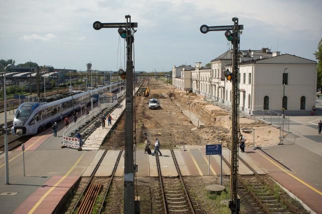 Modernizacja peronów na dworcu PKP w Białymstoku ma zakończyć się w przyszłym roku.