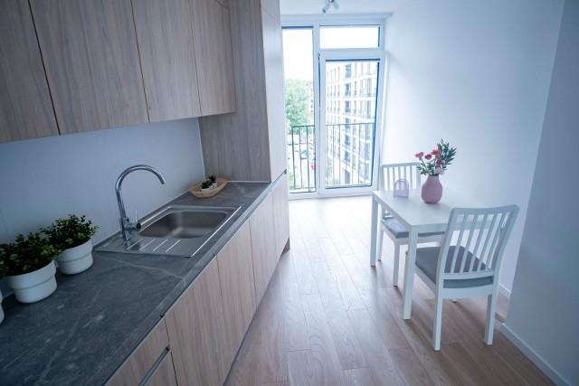 Choć zwracamy coraz większą uwagę na komfort życia, wysokie ceny mieszkań sprawiają, że musimy godzić się na mieszkanie w małych metrażach.