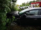 Zderzenie dwóch osobówek w Jeninie pod Gorzowem. Jeden z kierowców był uwięziony w aucie