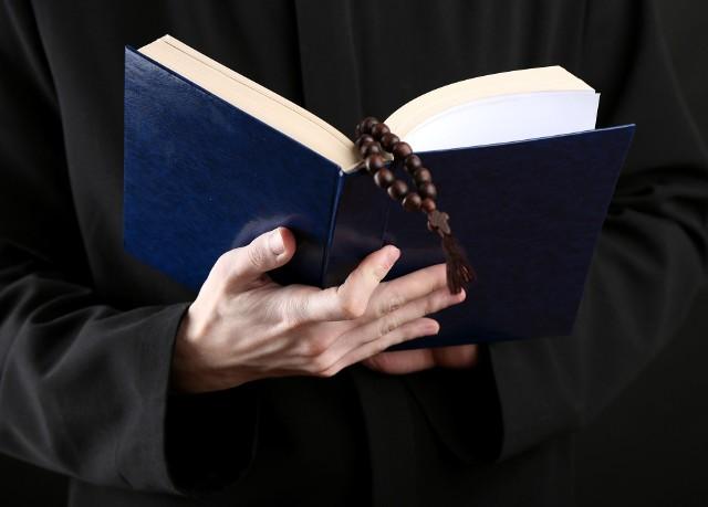 Rzecznik Archidiecezji przyznaje, że do kurii trafiały uwagi mieszkańców Jasionki, którzy mieli zastrzeżenia do pracy proboszcza.