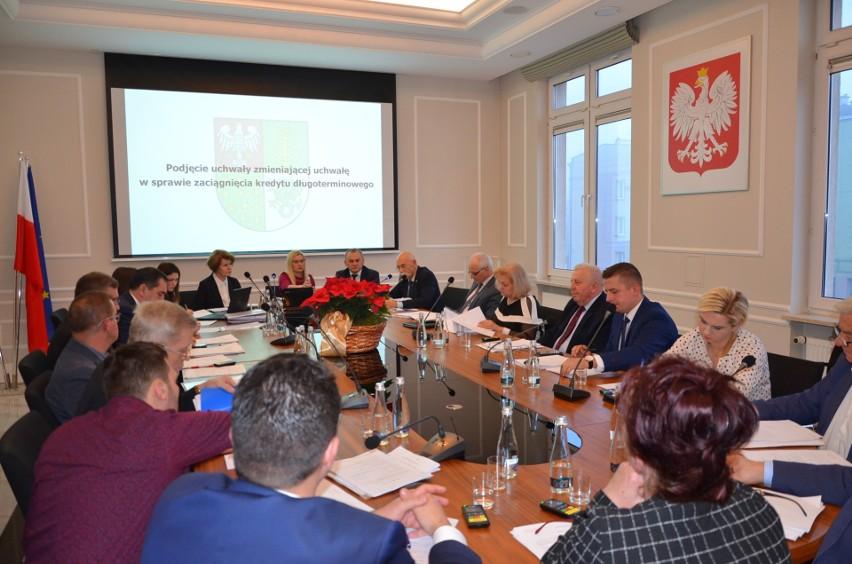 Obradowała Rada Powiatu Ostrowskiego