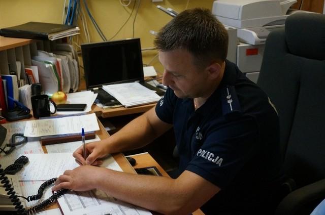 St. asp. Krzysztof Krzempek, dyżurny z Komendy Powiatowej Policji w Cieszynie, uratował dziecko
