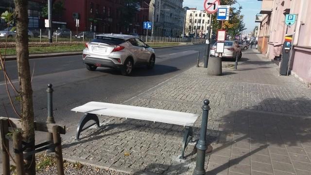 Ławkę zyskał m.in. przystanek autobusów nocnych przy al. Kościuszki.
