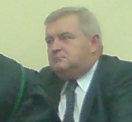 Tadeusz Jędrzejczak siedzi na ławie oskarżonych.
